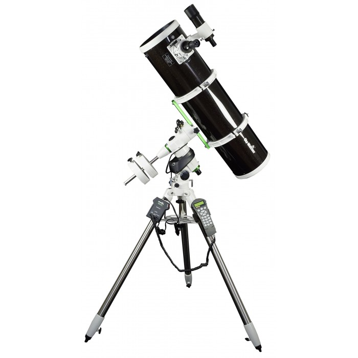 Sky-Watcher Explorer 200P EQ5 PRO SynScan Bundle Newtonian